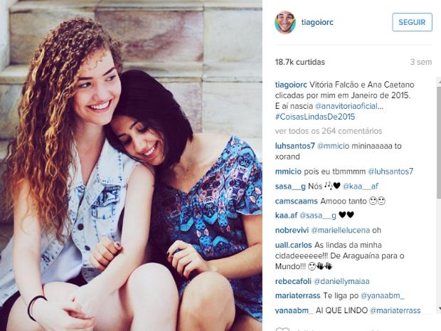 Tiago Iorc é uma espécie de padrinho para as meninas, ou como elas dizem: painho (Foto: Reprodução/Instagram)