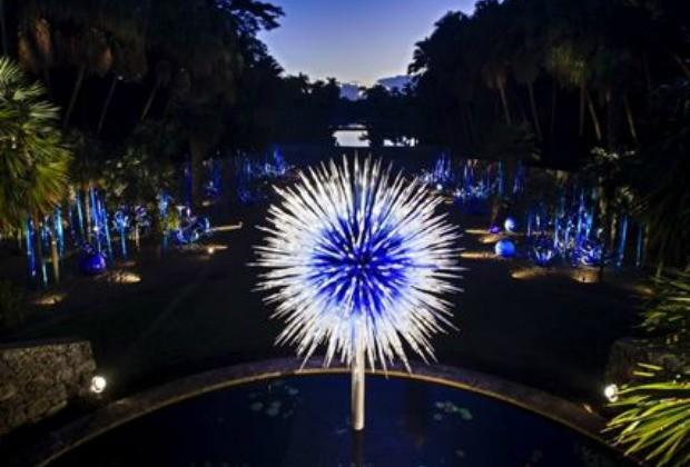 noite, as esculturas se transformam em obras diferentes sob o efeito da iluminao artificial (Foto: Reproduo/ 40 Forever)