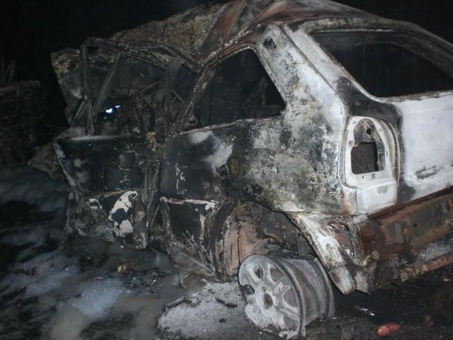 Motorista da caminhonete e passageiros do carro morreram no local do acidente (Foto: Divulgação/ PRF)