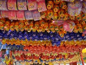 Consumidores começaram procura por ovos de chocolates em Macapá (Foto: Fabiana Figueiredo/G1)