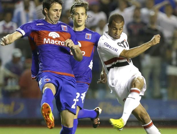 Lucas e Donatti, Tigre e São Paulo, AP (Foto: Agência AP)
