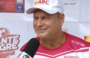 Flávio Lopes como técnico do Guarani-MG (Foto: TV Integração/Reprodução)