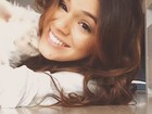 Bruna Marquezine se diverte com sua cadelinha em vídeos em rede social