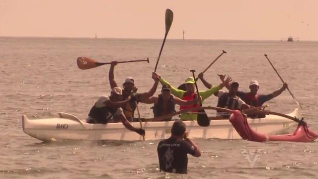 Equipe de canoagem posa para foto (Foto: Reprodução/TV Tribuna)