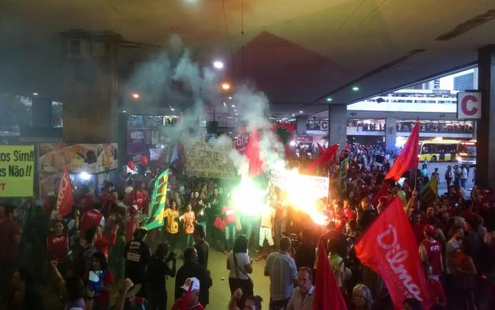 Sinalizador, rodoviária, Manifestantes, cut, protesto, Brasília