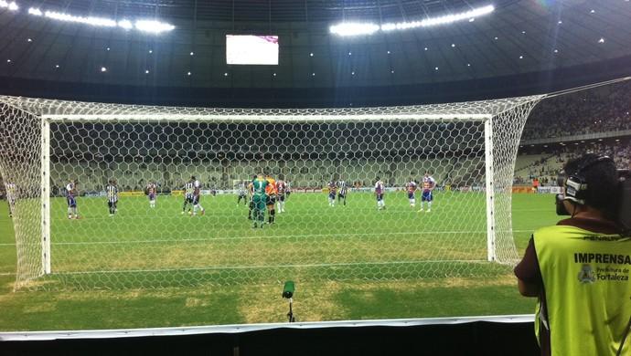 Pênalti Magno Alves Fortaleza x Ceará Campeonato Cearense Castelão (Foto: João Marcelo Sena)