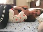Ex-BBB Adriana posa amamentando: 'Uma hora para ficar pronta'
