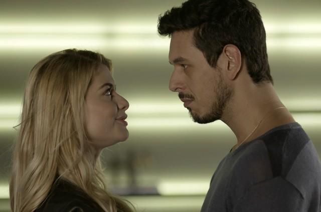 Alinne Moraes e João Vicente de Castro em 'Rock story' (Foto: TV Globo)