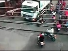 Criminosos participam de 'rolezinho de moto' para praticar assaltos no RJ