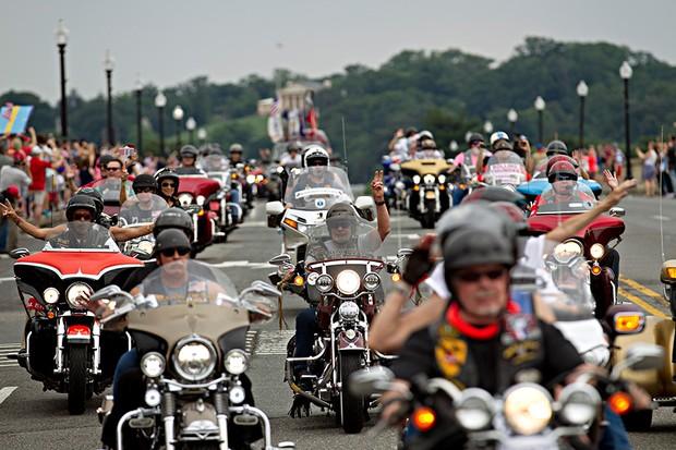 Moto carreata Rolling Thunder homenageia soldados norte- americanos desaparecidos (Foto: Jose Luis Magana/AFP)