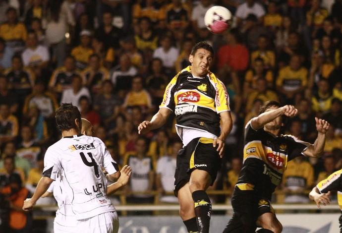 Zagueiro Ozéia, em Criciúma x ABC (Foto: Fernando Ribeiro, Divulgação / Criciúma EC)