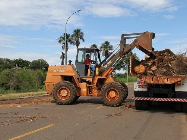 Limpeza nas relizada em rua de Campo Grande (Foto: Mário Bueno/ Divulgação PMCG)