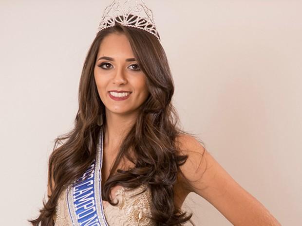Miss Campo Novo do Parecis, Yana Signor, 20 anos, tem 1,76 m de altura e pesa 60 kg (Foto: Divulgação)