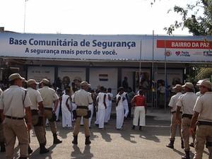 Base Comunitária de Segurança no Bairro da Paz funcionará em estrutura provisória, na Bahia (Foto: Lílian Marques/ G1)