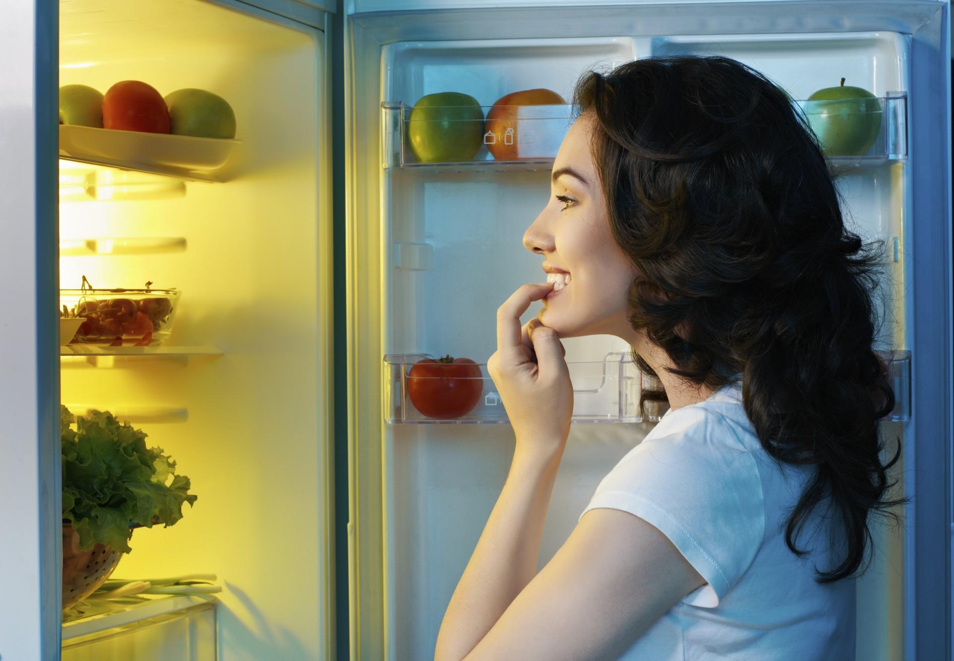 Troque o número da pizzaria na porta da geladeira por fotos de vegetais (Foto: Think Stock)