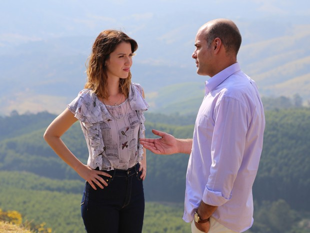 Fernando conta toda a verdade para Laura (Foto: Maria Lima / Gshow)