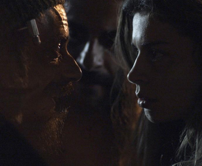 Larissa recebe proposta indecente (Foto: TV Globo)