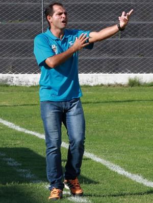 Tazinho, treinador do CSP (Foto: Junot Lacet Filho / Jornal da Paraíba)