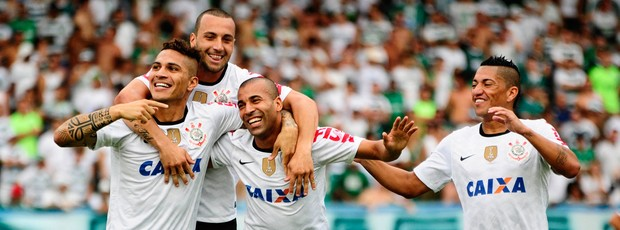 Guerrero Emerson Sheik Ralf comemoram gol Corinthians sobre Guarani (Foto: Rodrigo Villalba/Futura Press)