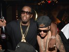 Sem camisa, Justin Bieber curte festa com Sean 'Diddy' Combs