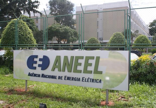 Logotipo da Agência Nacional de Energia Elétrica (Aneel) é visto do lado de fora de unidade de energia elétrica (Foto: Divulgação)
