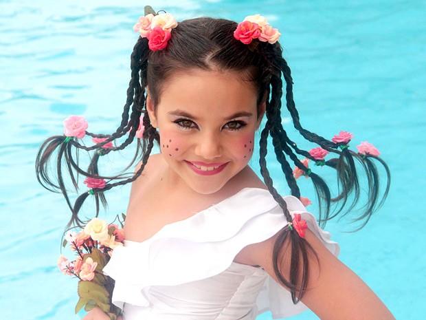 Relembrando Emília do Sítio do Picapau Amarelo, Bia Passos se diverte com novos penteados (Foto: Arquivo Pessoal)