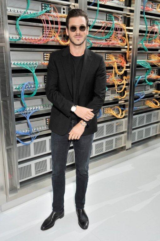 Gaspard Ulliel no desfile da Chanel: blazer com jeans (Foto: Divulgação)