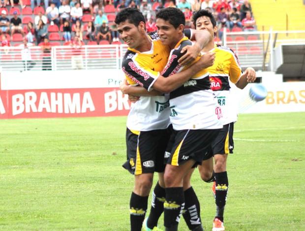 Comemoração do Criciúma contra o Boa esporte (Foto: Pakito Varginha / Futura Press)