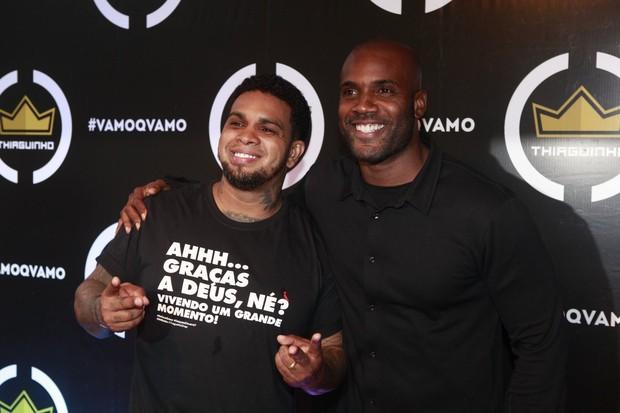 Rodriguinho e Zulu na gravação do DVD do Thiaguinho (Foto: Isac Luz / EGO)