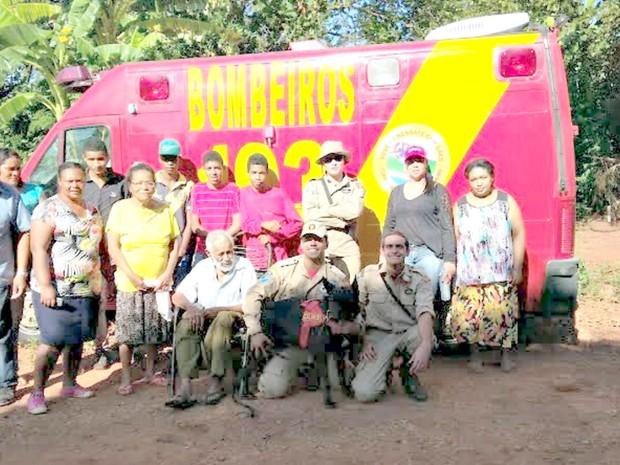 Idoso é encontrado após 20 horas de sumiço em matagal (Foto: Divulgação / Corpo de Bombeiros)