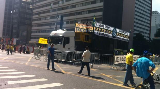 A esquina da Avenida Paulista com a Brigadeiro Luís Antônio está vazia minutos antes do horário marcado para a manifestação (Foto: Thais Lazzeri/ÉPOCA)