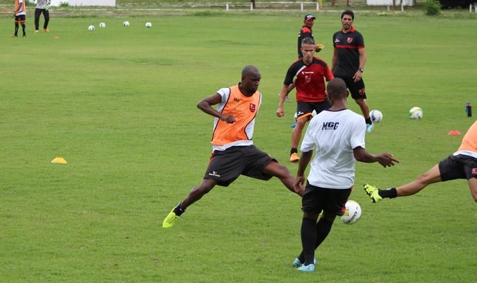 Rocha, meia Flamengo-PI (Foto: Abdias Bideh/GloboEsporte.com)