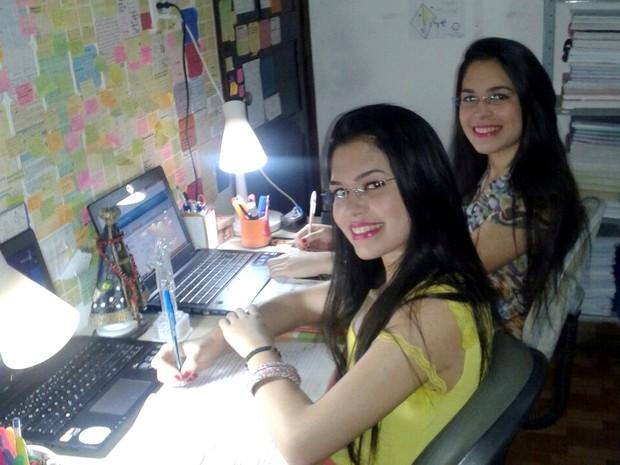 Irmãs gêmeas estudaram juntas, atingiram a mesma nota na redação e foram aprovadas no curso de medicina, na UFPB (Foto: Josineide Alves/Arquivo Pessoal)