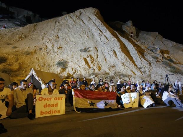 Grupo acampa no monte Qassiun para impedir suposto ataque norte-americano (Foto: Anwar Amro/AFP)