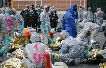 Bombeiros fazem exercício contra ataques químicos em estádio da Euro