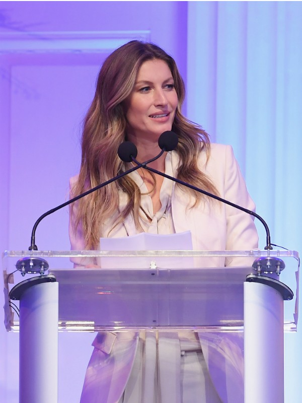 Gisele Bündchen em evento beneficiente em Nova York (Foto: Getty Images)