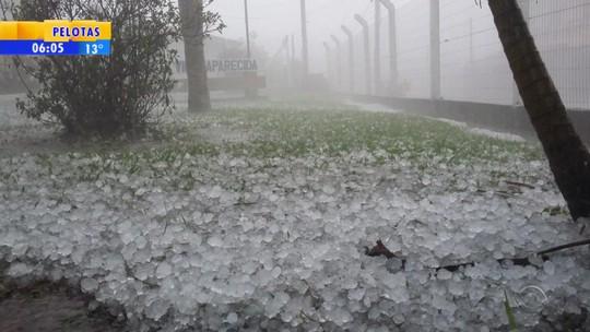 Chuva eleva nível do Rio Taquari e acesso a Colinas é bloqueado no RS
