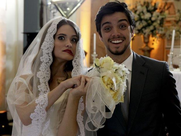 Juliana Paiva e Rodrigo Simas casório  (Foto: Malhação / TV Globo)