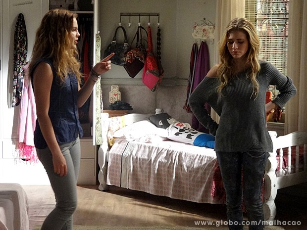 Anita ameaça Sofia e manda a irmã se comportar direitinho (Foto: Malhação / TV Globo)
