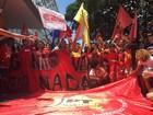 Com bandeiras do PT, grupo faz ato contra Cunha e Levy na Esplanada