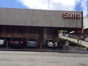 Ladrões entraram no banco por escada de incêndio.  (Foto: Paula Nunes/G1 Alagoas)