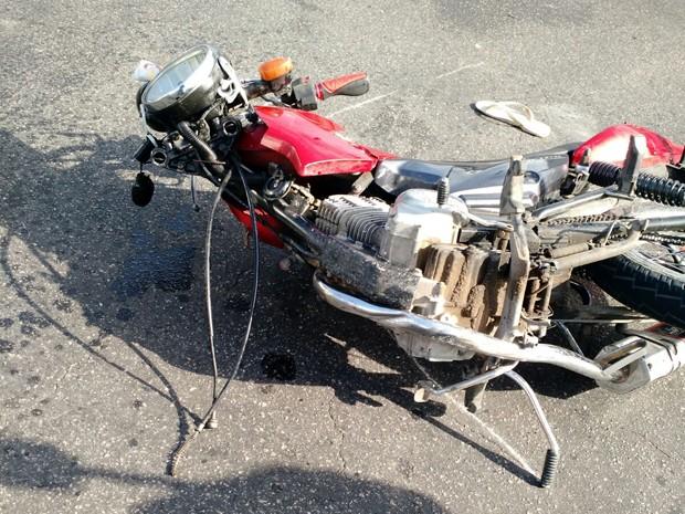 Acidente no Recife deixou motoqueiro ferido, na manhã desta terça (Foto: Divulgação/ CTTU)