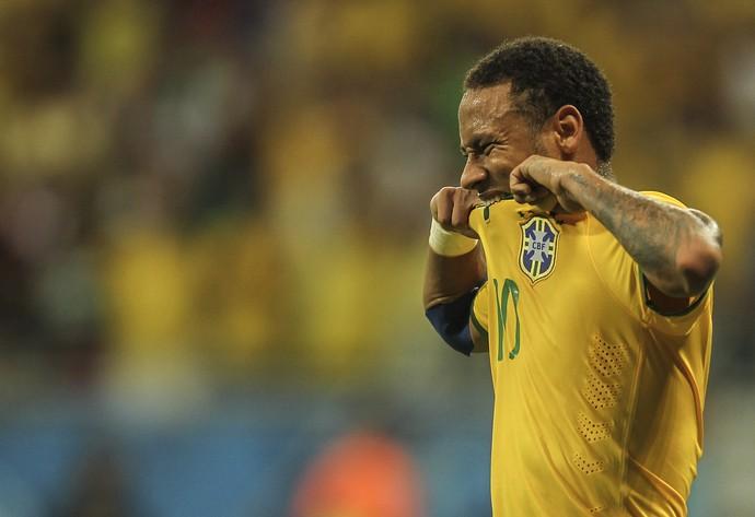 d7c9b24b9e66b Galvão critica geração mimada, elogia Dunga e sugere Neymar sem a faixa
