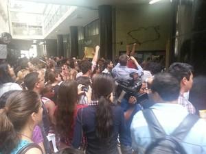 Tumulto marca a primeira reunião da CPI dos Ônibus, no Rio (Foto: Mariucha Machado/G1)