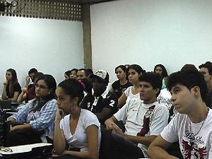Alunos do cursinho na sala de aula da Unesp de Araraquara   (Foto: Renata Braga/Dlvulgação)