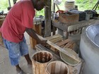 Amapaenses aprendem a montar tambores do marabaixo e batuque