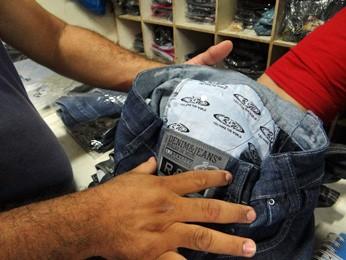 Fabricantes investem em forro de bolso personalizado para levar confiança aos clientes. (Foto: Katherine Coutinho / G1)