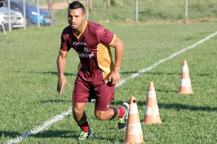 Jones, atacante do Macaé (Foto: Tiago Ferreira / Macaé Esporte)