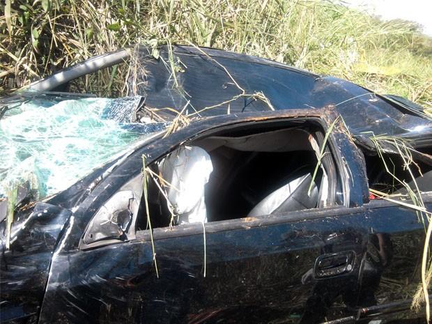 Corpo do empresário de Franca (SP) foi encontrado preso às ferragens na MG-444 (Foto: Polícia Militar)