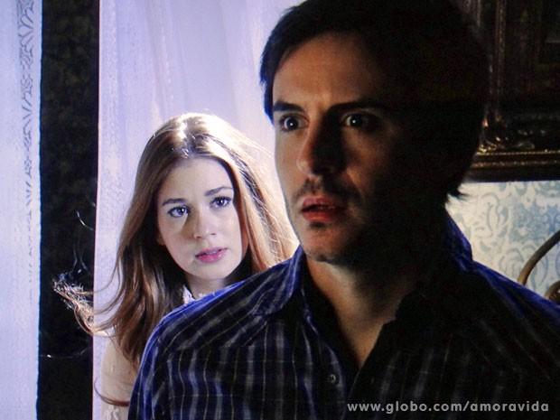 Thales leva um susto ao ouvir a voz de Nicole (Foto: Amor à Vida/TV Globo)